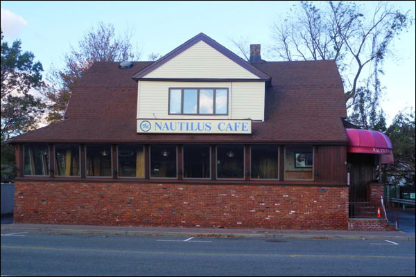 Nautilus Cafe Of Freeport Long Island Ny Offers Creative Fresh Seafood Cuisine In A Elegant Waterfront Atmosphere Open All Year Round Standing Out On